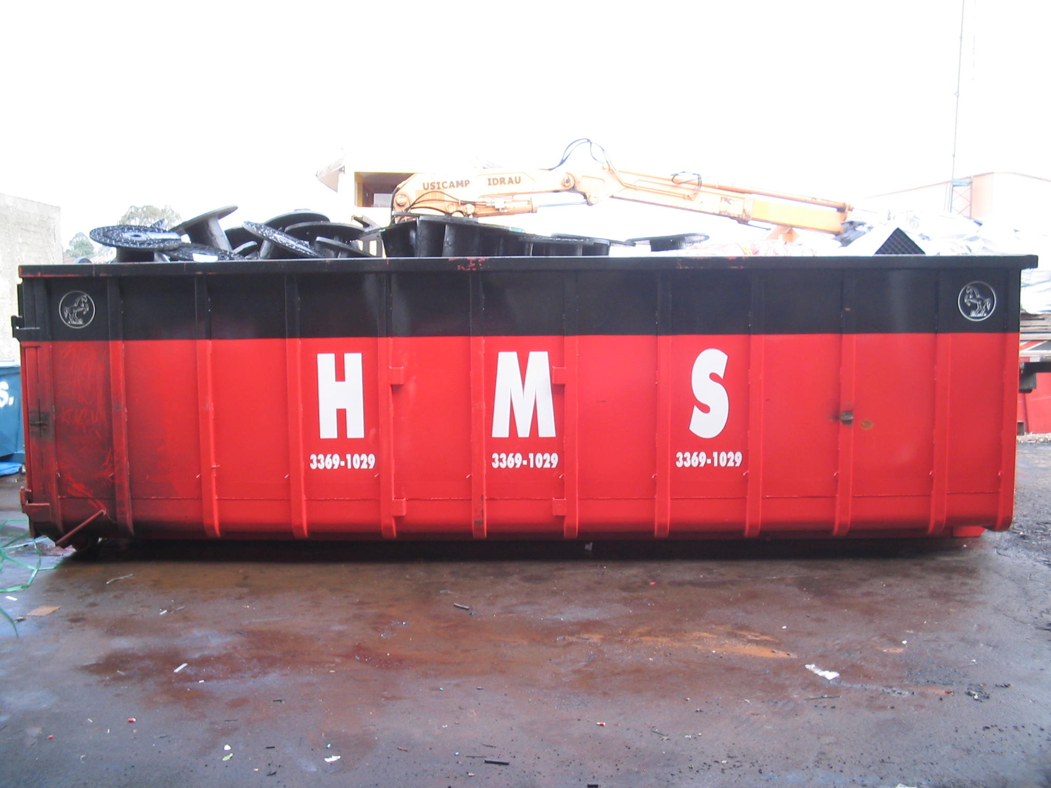 H.M.S Locação de caçambas 004